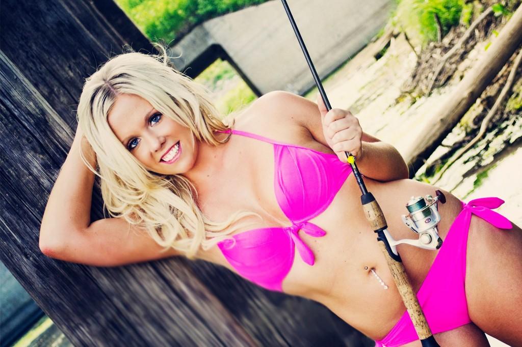 http://www.fishingbuddygirls.com/, modelos pescando, mujeres desnudas pesnado y en bikino, chicas pescando
