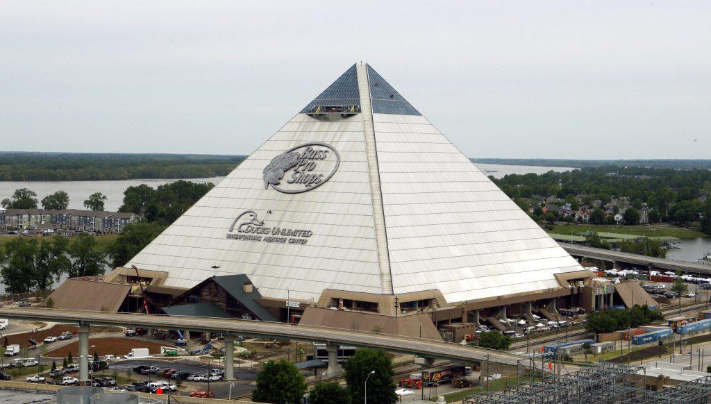La Pirámide de Memphis, la tienda de Bass Pro Shops más grande del mundo inaugurada en 2015.