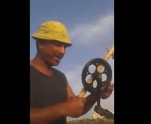 caña rudimentaria, caña con pedal y plato de bicicleta, vídeos de pesca